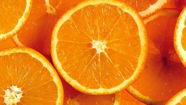 Dziewczyna z pomarańczami
