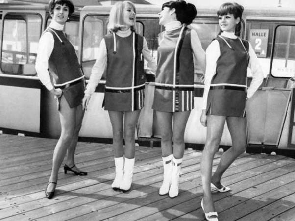 Fashion-in-the-1960s-Mini-Skirt
