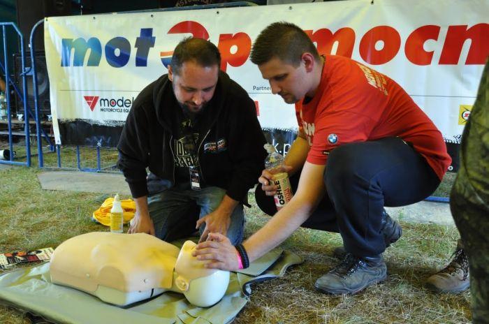 Nauka pierwszej pomocy wWiosce Motocyklowej, fot.CKM Boanereges Poland