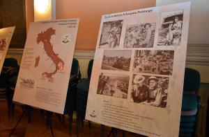 Plansze na temat działań wojennych we Włoszech i życia żołnierzy II Korpusu Polskiego.