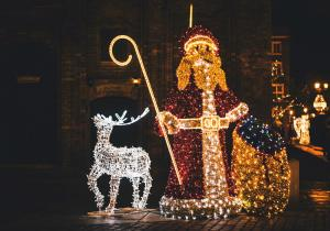 Święty Mikołaj i renifer